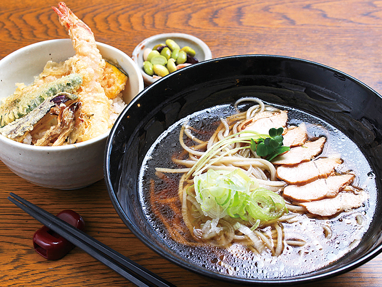 「肉そば天丼セット(二八)」(980円)