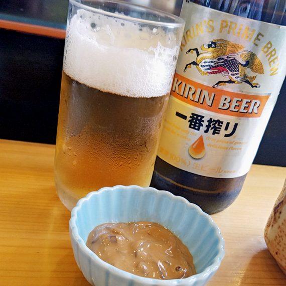 板前さんの手捌きに見惚れつつビールが進みます