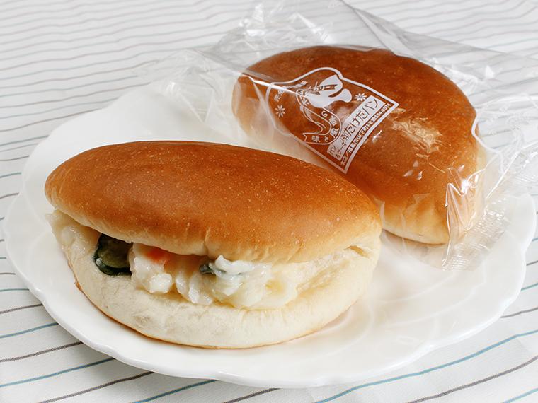 ポテトサラダがぎっしり。「サラダパン」(1個・173円)