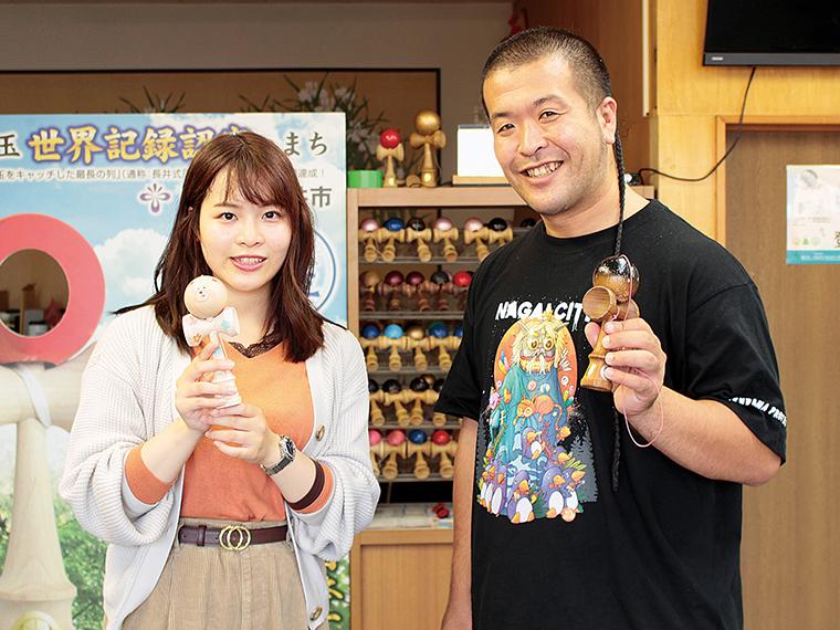 管理人・松本さん。けん玉のワールドカップに出場するなど腕前も愛情もピカイチ!素敵な笑顔でわかりやすくけん玉を教えてくれます