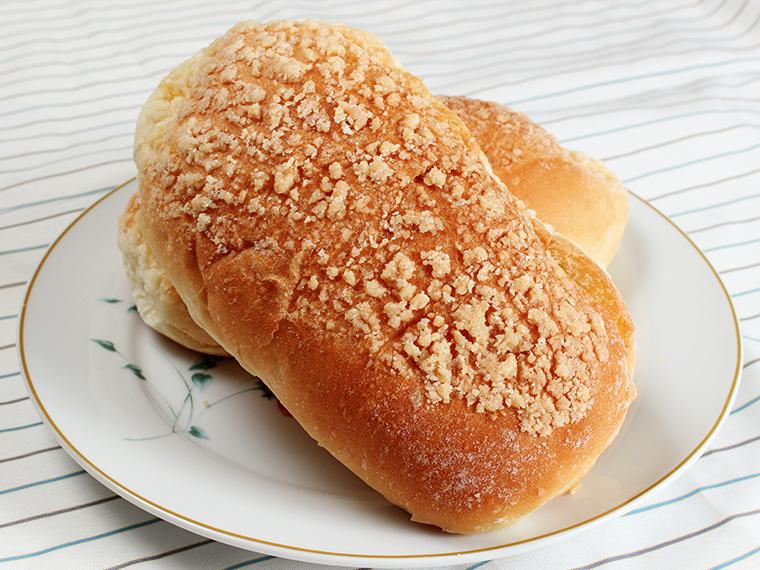 クリームやジャムを挟んでアレンジも。「そぼろパン」(1個・150円)