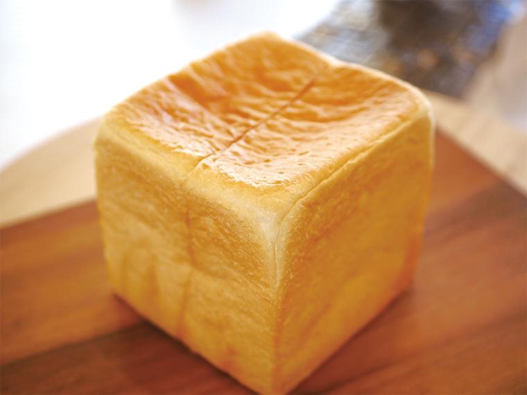 高級サプリなどに使用される、世界最先端技術でつくられた水「特水528Hz水」を使ったプレミアムな高級食パン「特水 極美―きわみー」(1斤1,080円)