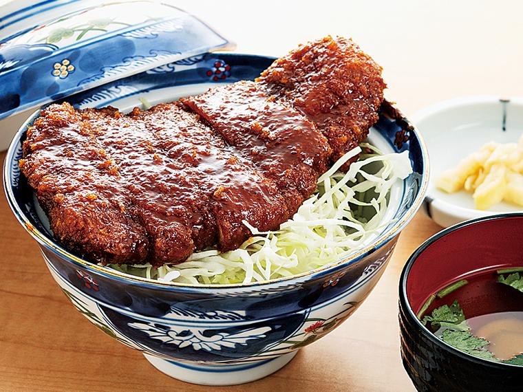 「麓山高原豚ソースかつ丼」(1,100円)。ジューシーな豚カツと特製の甘辛ソース、うまみたっぷりご飯の三位一体のおいしさ