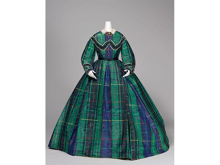 《アフタヌーン・ドレス》1865年頃 神戸ファッション美術館蔵