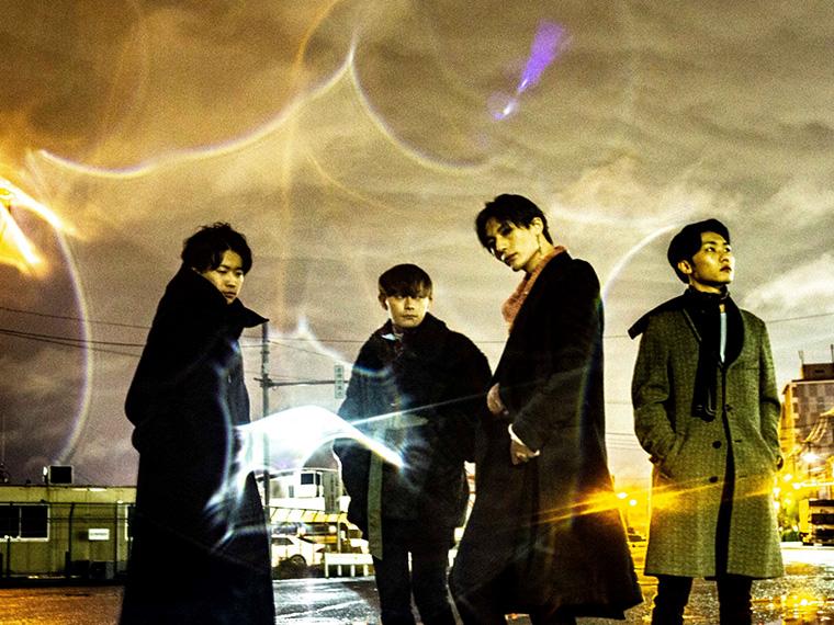 左から小島速人(Gt)、本田周平(Ba)、林成一郎(Vo&Gt)、坂本大貴(Dr)