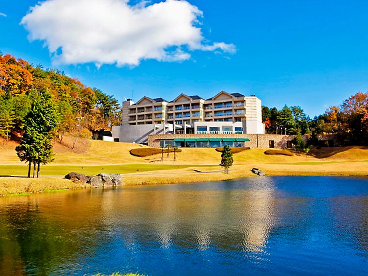 ホテルの目の前には、広大なゴルフコースがある
