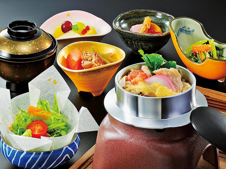 選べるランチは写真の釜飯のほか、海鮮ちらし、エゴマ豚焼き、天ぷら、カレーから選ぶ(写真提供/栄楽館)