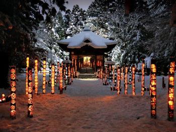福島市飯坂町の医王寺で、年越しイベント「竹灯籠と除夜の鐘」を開催