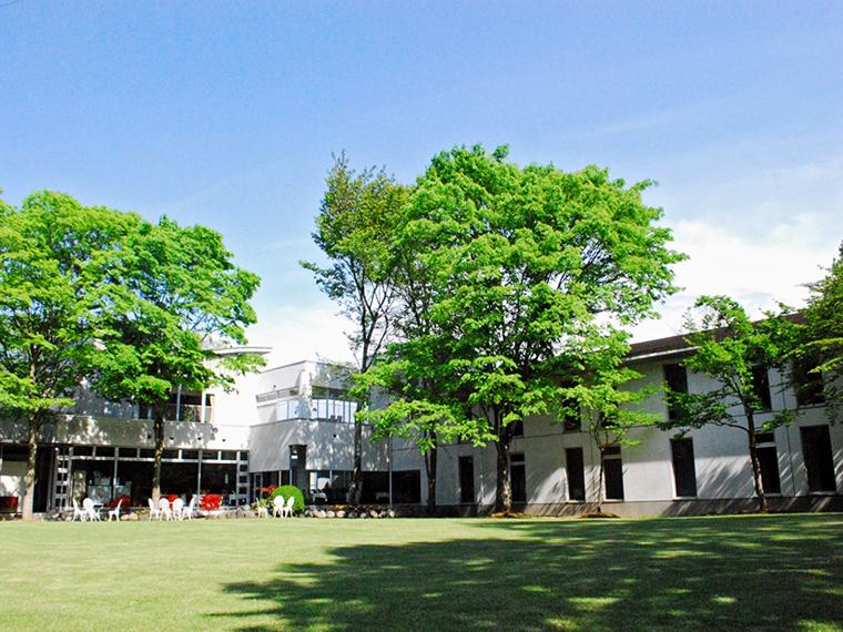 泉崎村の広大な敷地の中にある施設