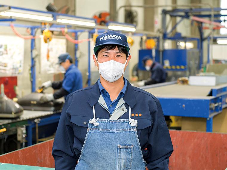 リサイクルセンターに勤務する永山和裕さん。社風の良さに惹かれて『釜屋』に転職