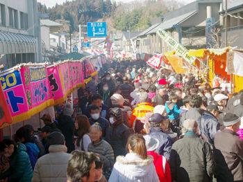 縁起物の露店がずらり!新春を彩る三春町の伝統行事