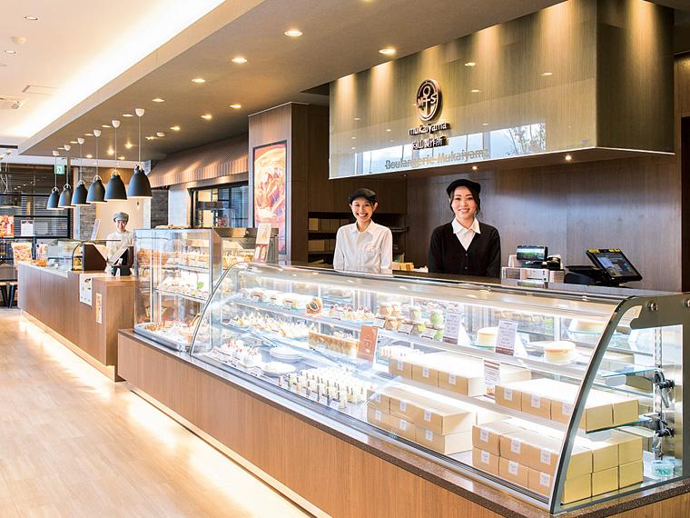 大玉工場に隣接する「大玉ベース店」。店内には焼きたてパンとコーヒーの香りが漂う