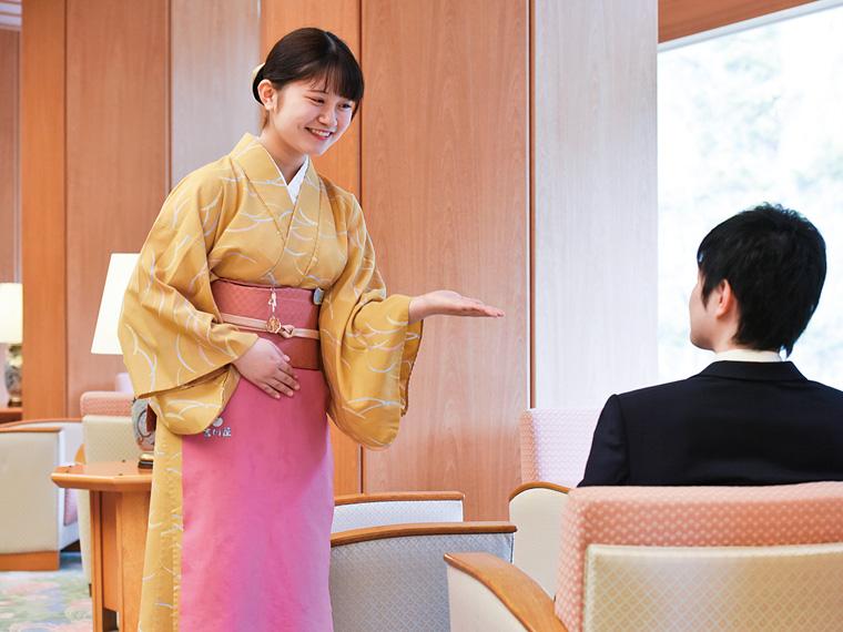 丁寧でにこやかな接客を心掛けているという中村萌恵さん