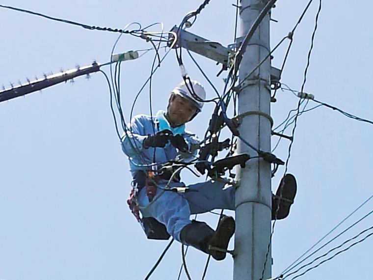 電気空調事業部では屋内外の様々な電気工事を行う