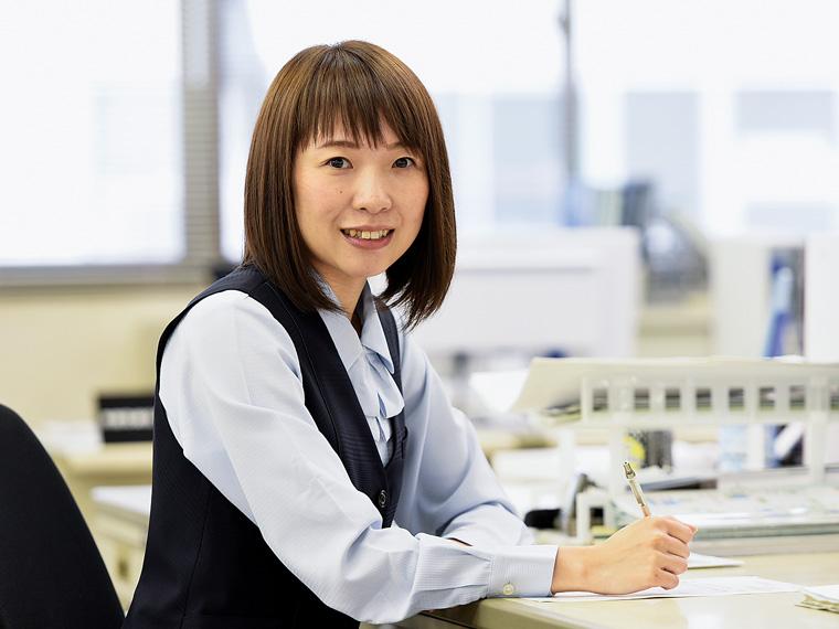 生産管理部・佐藤仁美さん(2004年入社)