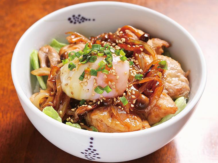 「ラヂウム玉子の親子丼」(1,050円)。前菜、スープ、ドリンクが付く