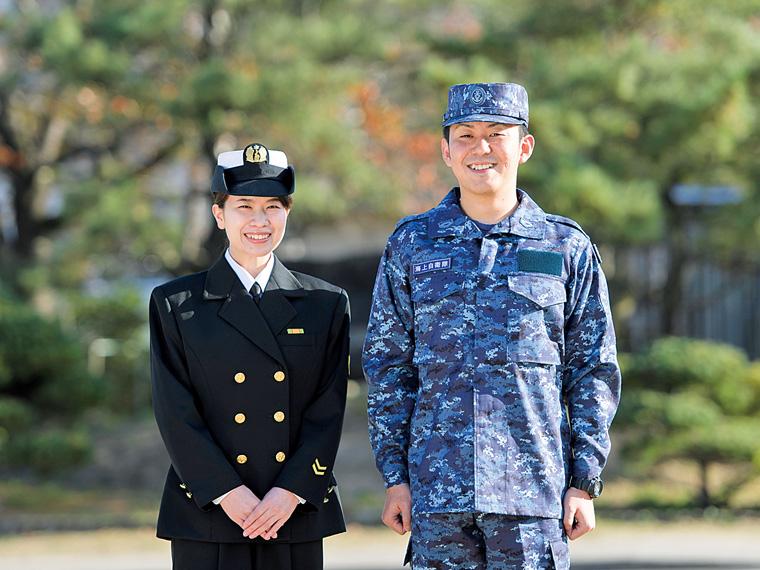 海上自衛官の佐藤 愛さん(左)と平岡直樹さん(右)