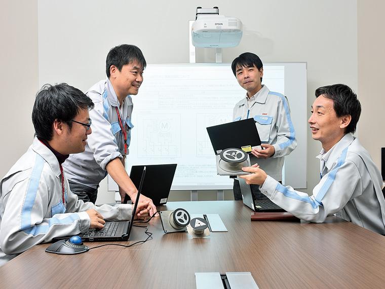 部門を越えて、どんな製品を作るかアイデアを出し合い開発を進めていく
