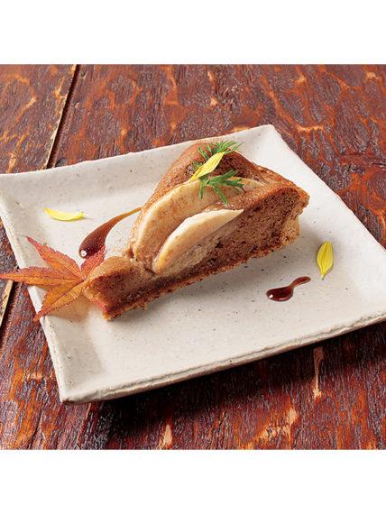 「長野県産減農りんご焼タルト」(605円)。シナモンの香りがふんわりと広がる