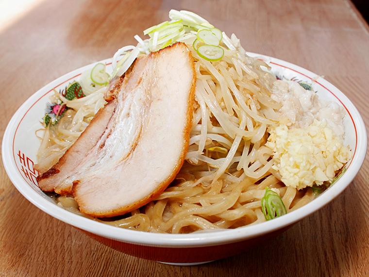 「仁G郎ラーメン」(750円)も人気。背脂・ニンニク増し無料