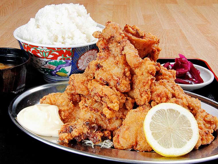1日10食限定「富士からあげ定食」(900円+ご飯特盛200円)