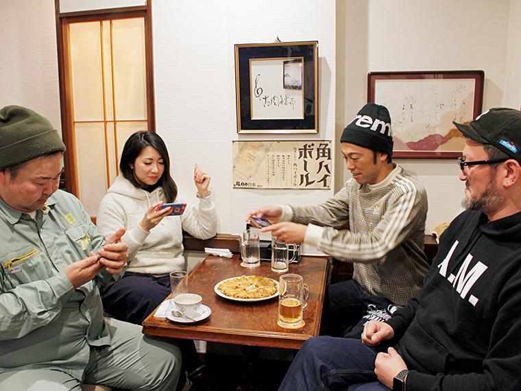 メンバー御用達、飯坂温泉街の喫茶店「談妃留」にてインタビュー