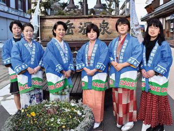 ひな祭りは、岳温泉の女将たちが笑顔でおもてなし!