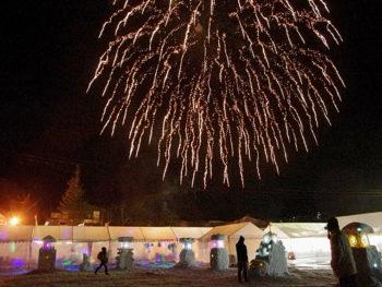 打ち上げ花火やさくらまやのライブで会津の冬を盛り上げる