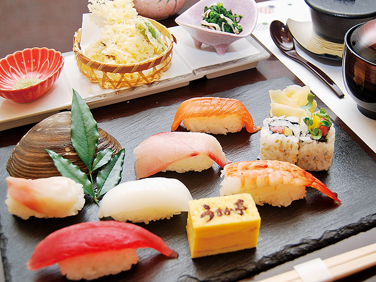 「回転寿司 うまか亭 保原店」では、1,800円相当のランチが1,000円に!!