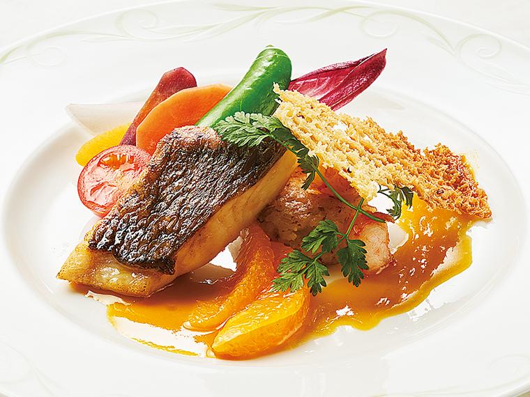 魚料理「桜鯛のポワレ オレンジソース チーズリゾットと共に」
