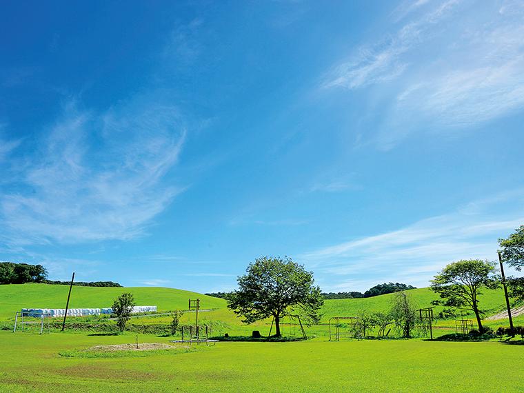 「鹿角平観光牧場」では、低料金で宿泊できるバンガローや、天文台、バーベキューなどレジャーが楽しめる