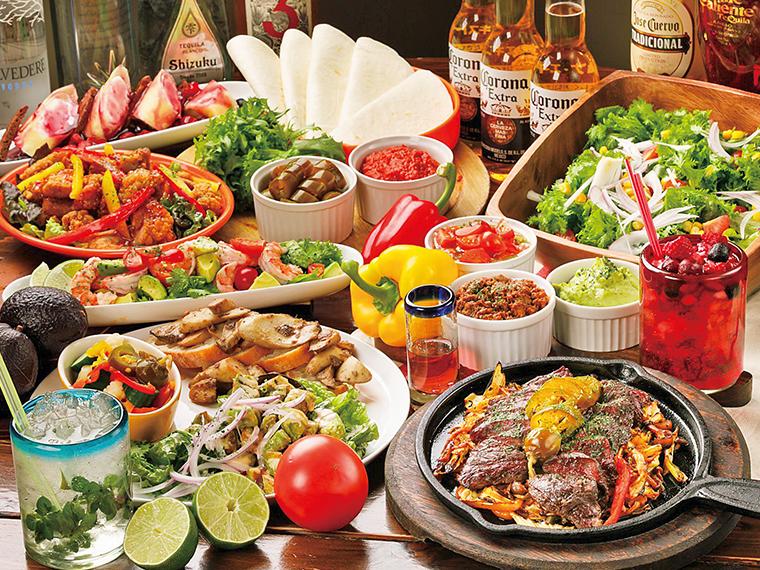パーティーコースの一例。カクテル、テキーラ、ワイン、豊富に揃うドリンクと一緒に楽しもう