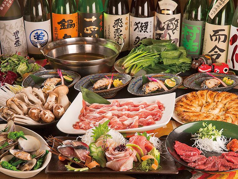 食材にこだわった質の高い料理が並ぶ5,800円コースの料理例(写真の地酒は通常飲み放題には含まれない)