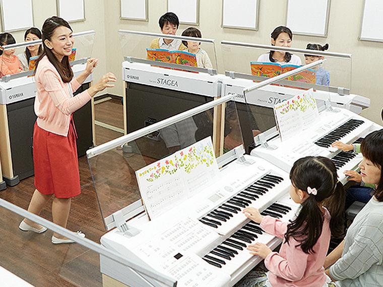 ピアノやエレクトーンを使った楽しいレッスン!