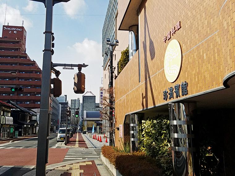 福島市グルメとして避けては通れない名店の重厚感が外観からも。隣の「福島テルサ」で催し物がある時などは、満席必至の盛況ぶり