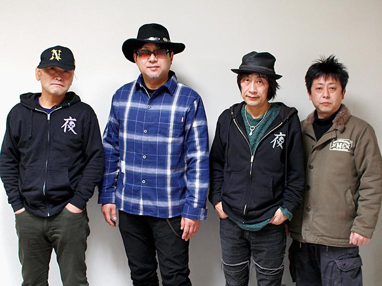 左からMURA(Sax)、ササキリュウ(Vo)、キタムラシロー(Gt)、KAZZ(Dr)