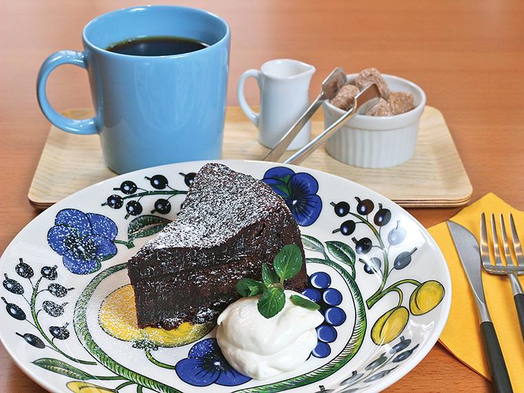 5【ワインブティック&ベーカリーカフェ midi(ミディ)】ミディパティシエのケーキセット(通常825円)