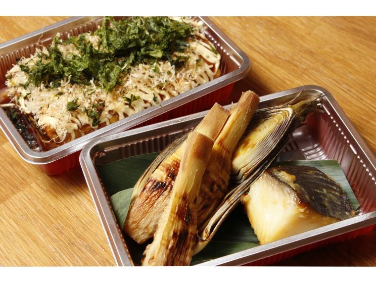 「銀たら西京焼きと焼たけのこの盛合せ」(手前)、「明太子とチーズのとん平焼き」