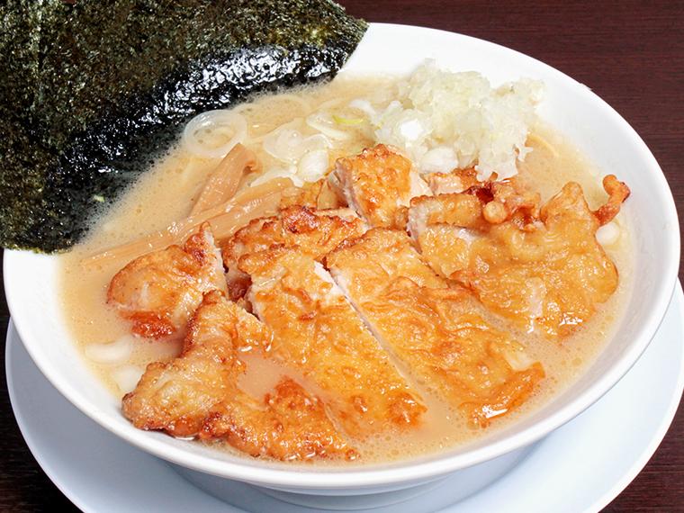 「ダブルパーコー麺」(940円)。醤油、味噌、背脂の3種類から味を選べる(味噌は990円)
