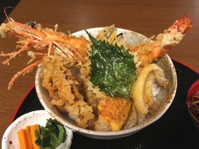 大海老天丼(2,246円、テイクアウト・出前は2,021円)