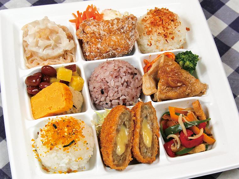 福島ロケで提供した弁当を特別に再現。毎回、肉系と魚系の2種類を届けていたそう