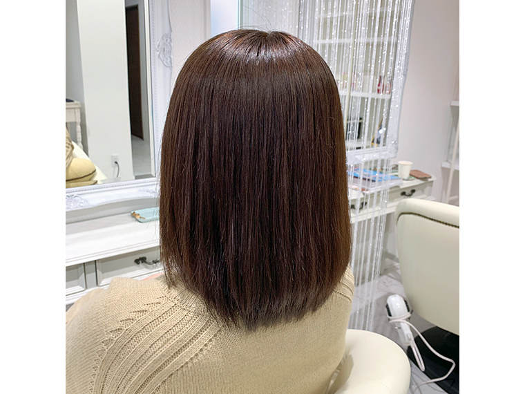 ダメージが少ない「縮毛矯正」で、自然なサラツヤ髪に
