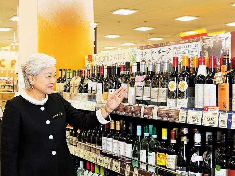「ヨークベニマル」店頭では、テキシドアさんの横顔がモチーフのシールが付いたワインを目印に(店舗により販売種類は異なる)