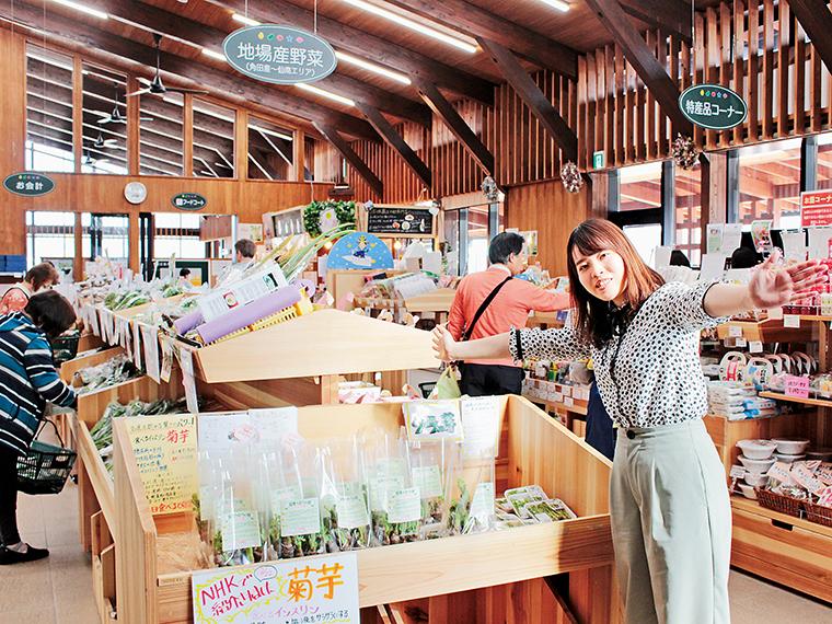 新鮮な野菜やくだものが並ぶ直売所