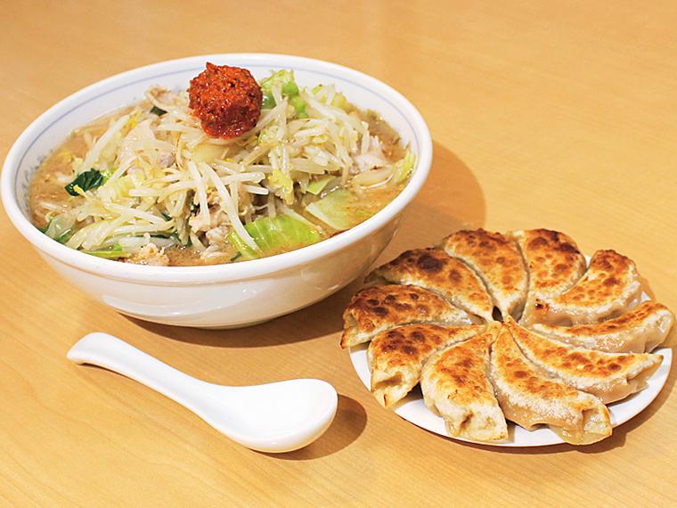 ピリ辛濃厚スープがクセになるラーメンと餃子のセット「辛みそら~めんと円盤餃子(10個)」(1,600円)