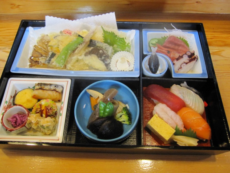 【割烹寿し かんだ】弁当、寿司など