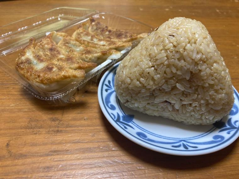 【煮豚亭 砂馬(ざば) 森合本店】餃子、おにぎりなど