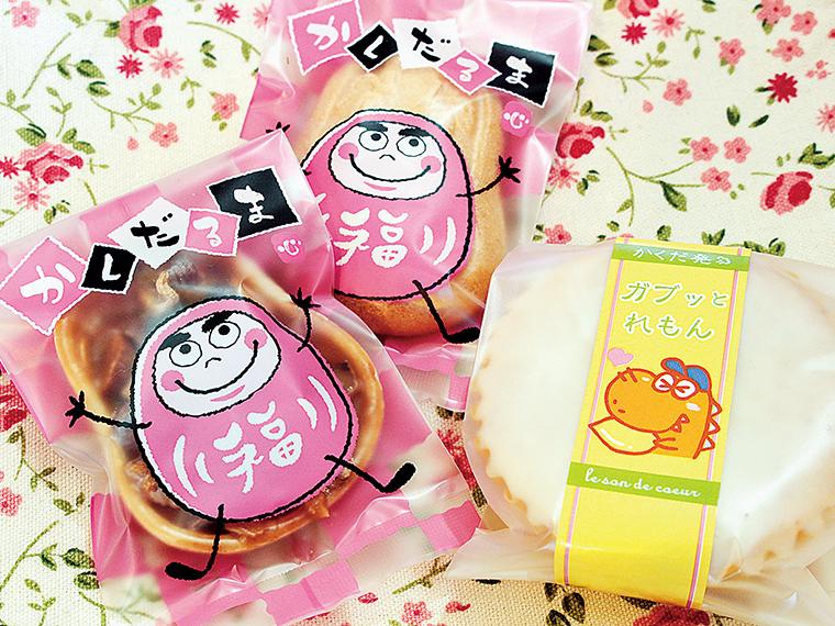 かくだるまシリーズの「キャラメルナッツ」(170円)と「米粉のクッキー」(170円)。右は、口溶けの良い「ガブッとれもん」(210円)