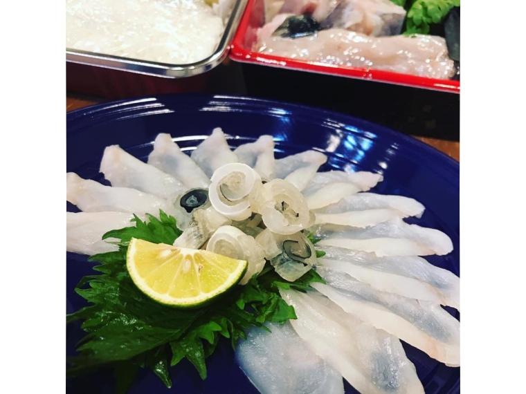 ふぐの刺身ととらふぐ鍋(雑炊、薬味、ポン酢付き)