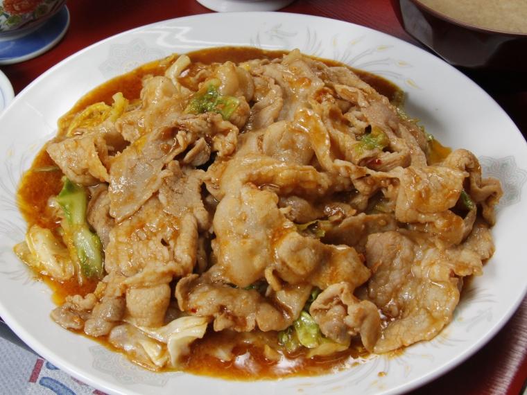 「豚肉とキャベツの味噌炒め定食」(850円)は豚肉200g!野菜もたっぷりで食べ応え満点